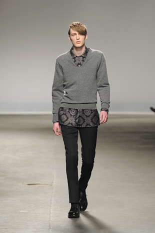 A look from the E.Tautz Autumn Winter 2013 London Menswear collection. Photo credit: Catwalking.com.